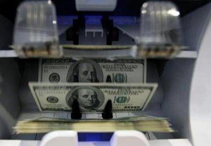 La cifra alcanzada por la base monetaria al 13 de febrero significó una disminución de 42 mil 004 millones de pesos en el transcurso de 2015. (Foto de archivo)