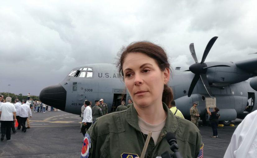Dena Williams, capitán del cazahuracanes de la fuerza aérea de los Estados Unidos. (Gustavo Villegas/SIPSE)