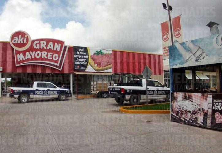 Asaltan otro supermercado en Cancún. (Eric Galindo/SIPSE).
