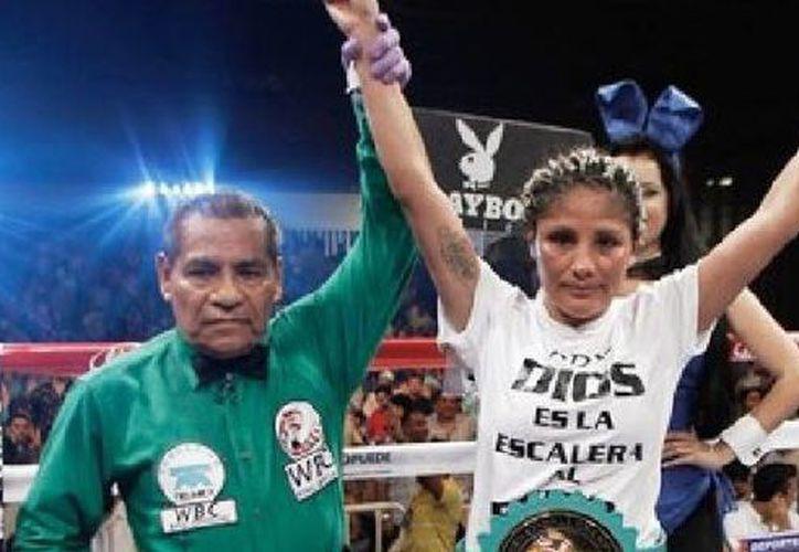 Mariana Juárez tampoco se sintió muy convencida de su triunfo ante la argentina Vanessa Taborda. (Foto: www.bajopalabra.mx)