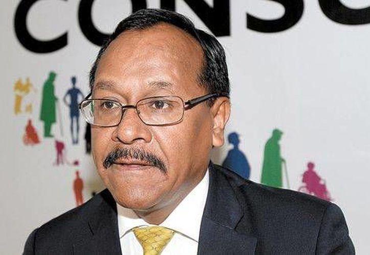 El secretario general perredista, Alejandro Sánchez Camacho, señaló que es respetable la opinión de Luis Carlos Ugalde sobre el tema. (Milenio)