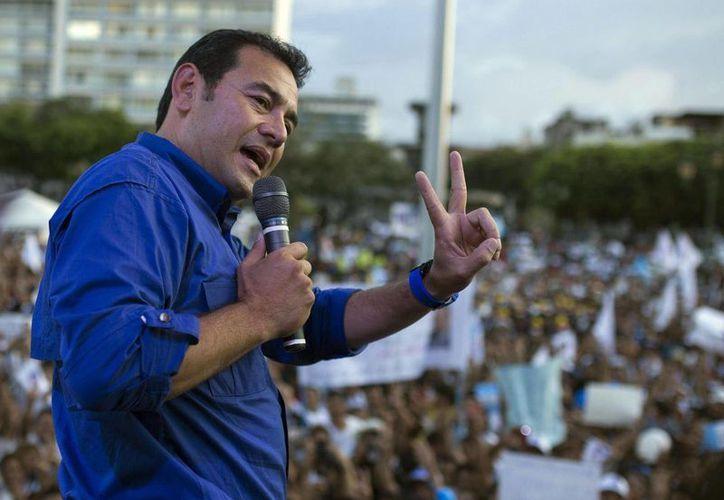 El inexsperto presidente de Guatemala, Jimmy Morales, iniciará su gobierno el próximo jueves y responder a más de 16 millones de personas que padecen violencia y pobreza en el país. (Archivo AP)