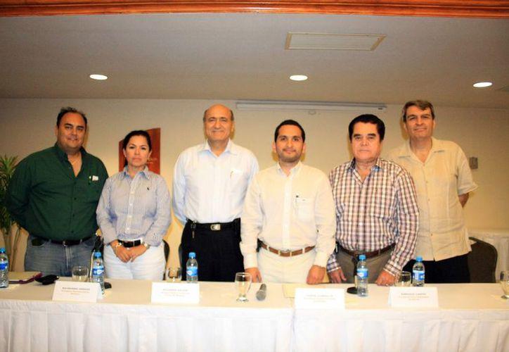 Los integrantes de la Fundación del Paseo de Montejo sólo quieren cooperar con propuestas. (Milenio Novedades)