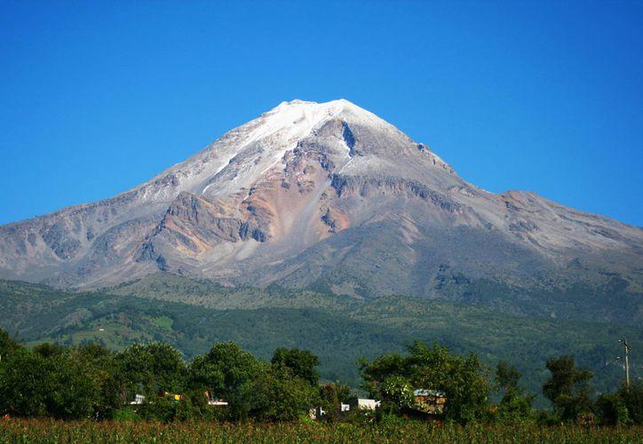 Los cuerpos de agua congelados se achican, mientras la deforestación y desertificación del volcán crece. (Foto de Dan Nuñez (Dany Shoot) para el sitio web orizaba.org)
