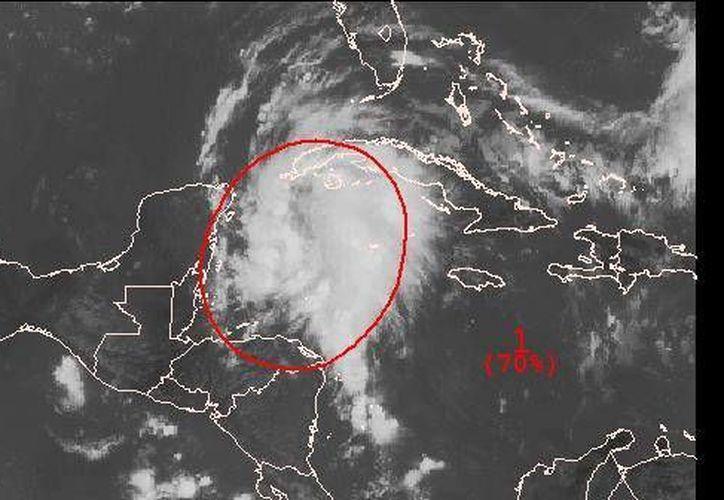 La baja presión está produciendo lluvias fuertes y vientos súbitos y violentos. (Agencias)