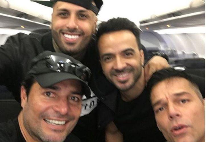 Los artistas viajaron a Puerto Rico para llevar víveres y apoyo a los afectados. (Foto: Facebook)