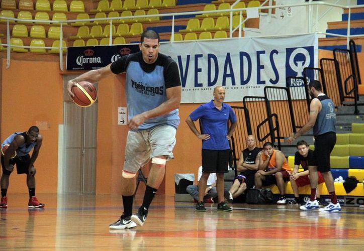 Horacio Llamas dijo estar dispuesto a regresar a la duela para el cierre de la temporada regular. (Redacción/SIPSE)