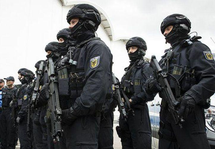 La Policía ya tuvo que emplear cañones de agua para dispersar a una multitud y confiscó cuchillos. (RT)