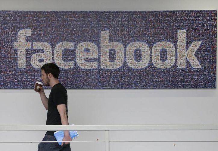 Facebook asegura que tiene casi 1,200 millones de personas inscritas. (Agencias)