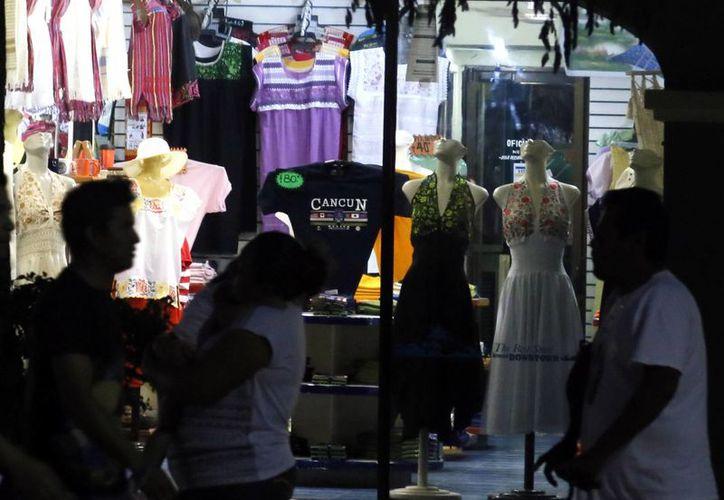 Los trabajadores utilizaron el dinero para compra de regalos, ropa, cenas y pago de deudas. (Israel Leal/SIPSE)