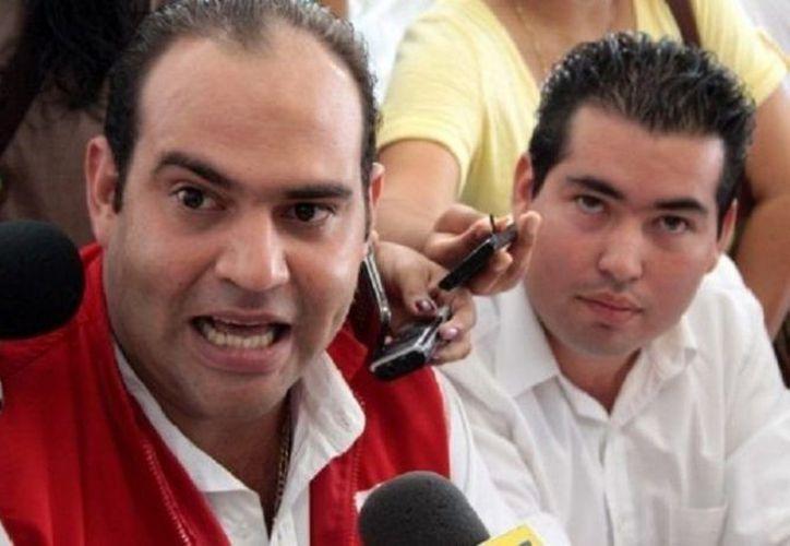 Cecil Duarte también está señalado por robo de credenciales de elector para el otorgamiento de placas de taxi. (Internet)