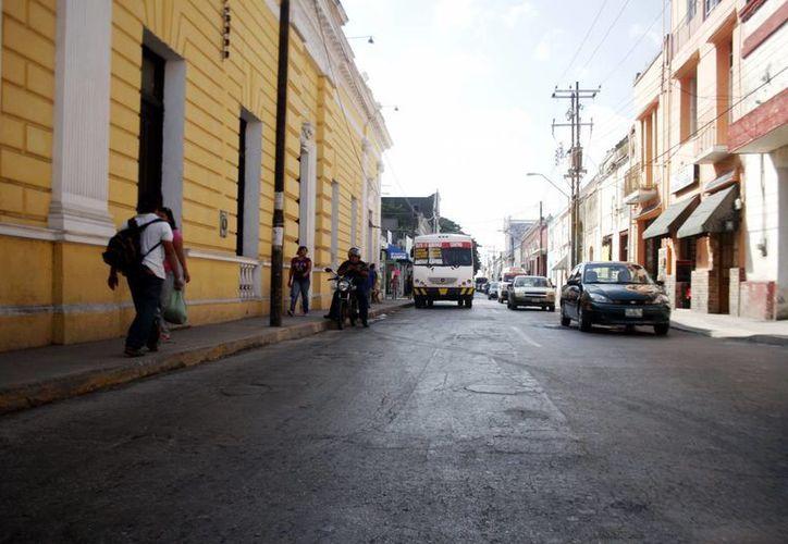Todas las calles del Centro de Mérida presentan hundimientos, grietas y montículos. (SIPSE)