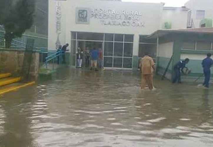 Los municipios y localidades con necesidad de ayuda humanitaria son los Ozolotepec y sus agencias, San Mateo Piñas, Santiago Xanica, San Pedro Pochutla y la región de los Loxicha. (Milenio)