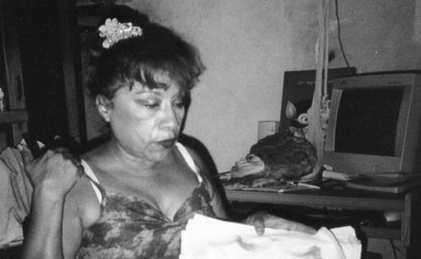 Doña Maricela Soto Ortega, quien asegura haber sido abducida por alienígenas, hizo dibujos en donde los describe. (SIPSE)