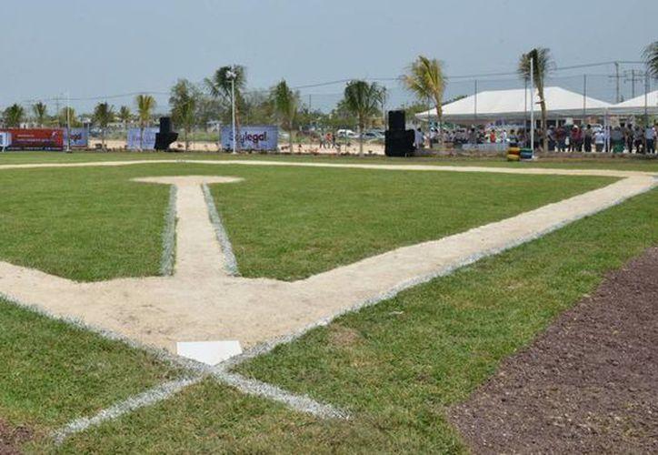 La unidad cuenta con pista de atletismo, cancha infantil de sóftbol, caseta de vigilancia, entre otros. (Cortesía/SIPSE)