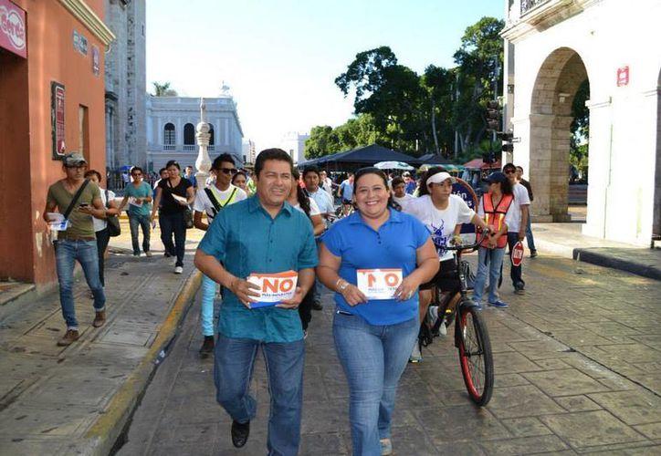 La diputada federal Cinthya Valladares Couoh y su compañero legislador Sergio Chan Lugo. (Facebook)