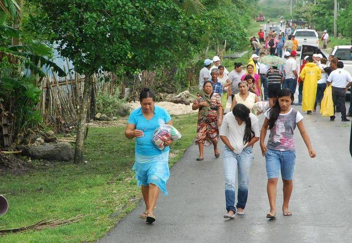 Los habitantes de la comunidad recibieron apoyo. (Redacción/SIPSE)
