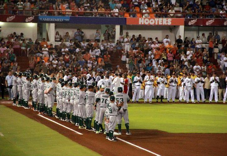 Emotiva ceremonia inaugural se vivió ayer en el estadio Beto Ávila de Cancún. (SIPSE)