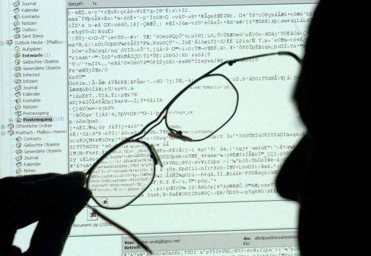 La ley ayudará a las empresas a  mejorar la protección de sus redes contra los ataques cibernéticos. (EFE)