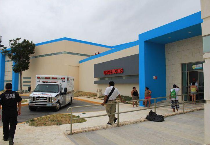 La meta a cumplir era terminar los traslados antes de que concluyera el sábado y hoy arrancar de lleno en el nuevo hospital. (Foto: Jesús Tijerina/SIPSE)