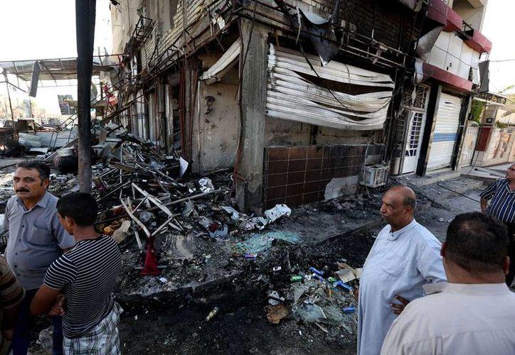 El Estado Islámico se apuntó dos 'victorias': tomó una ciudad cristiana y la mayor represa de Irak, país sacudido por una imparable guerra civil que el miércoles dejó al menos 50 muertos en atentados con bombas en Bagdad, hechos a los que corresponde la imagen. (AP)