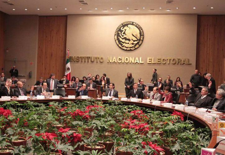El INE dio un plazo de seis horas para retirar la pauta de televisión del PRD. (Notimex)