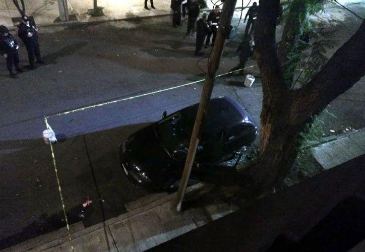 Las autoridades investigan si el hecho fue causa de un intento de asalto o un ataque directo. (El Debate)