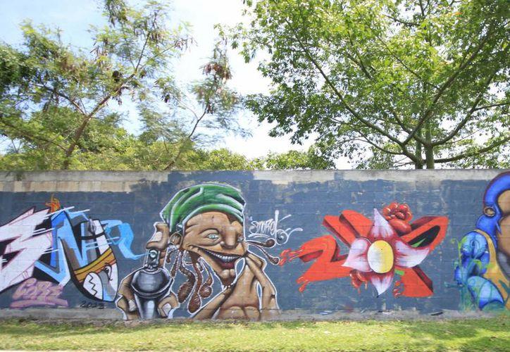 Hace un par de semanas los grafitis fueron pintados en el parque del Queso. (Redacción/SIPSE)
