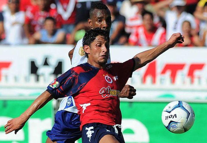 Cruz Azul perdió su segundo partido como visitante y todavía no muestra el futbol que lo llevó a la final el torneo pasado. (Agencias)