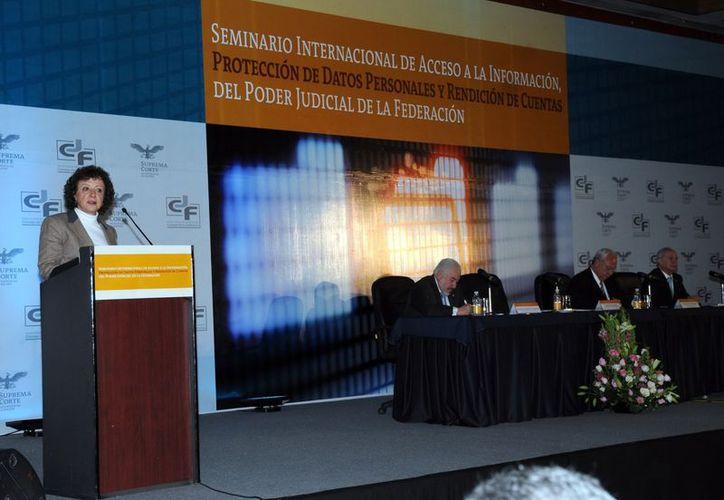 La comisionada presidenta del IFAI, Jacqueline Peschard, durante el inicio del Seminario Internacional de Acceso a la Información,. (Notimex)