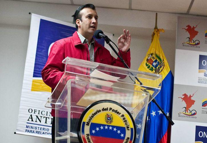 En la imagen, el gobernador de Aragua, Venezuela, Tareck El Aissami, quien informó de la muerte de los tres agentes en un ataque. (EFE/Archivo)