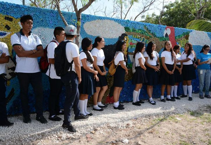 El lunes fue inaugurado el mural  Wíinik Ja ubicado entre las avenidas Labná y Acanceh. (Victoria González/SIPSE)