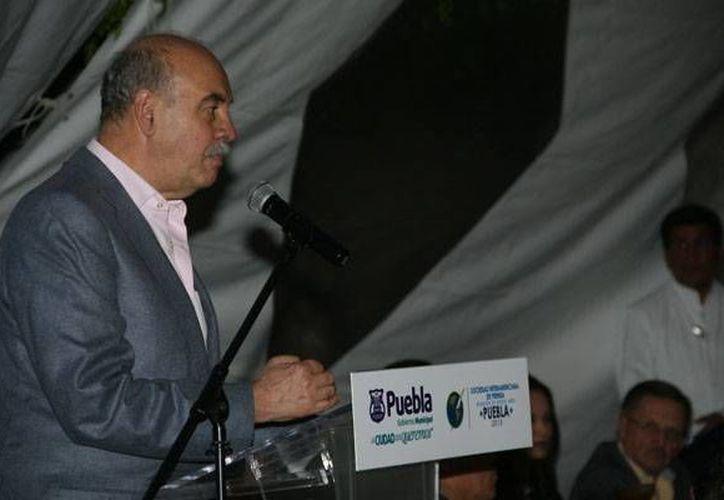 La libertad de expresión no tiene límites pero sí la tienen la difamación y la calumnia, dijo el presidente del Asociación Periodística Síntesis, Armando Prida Huerta. (puebla.sip-asambleas.org)