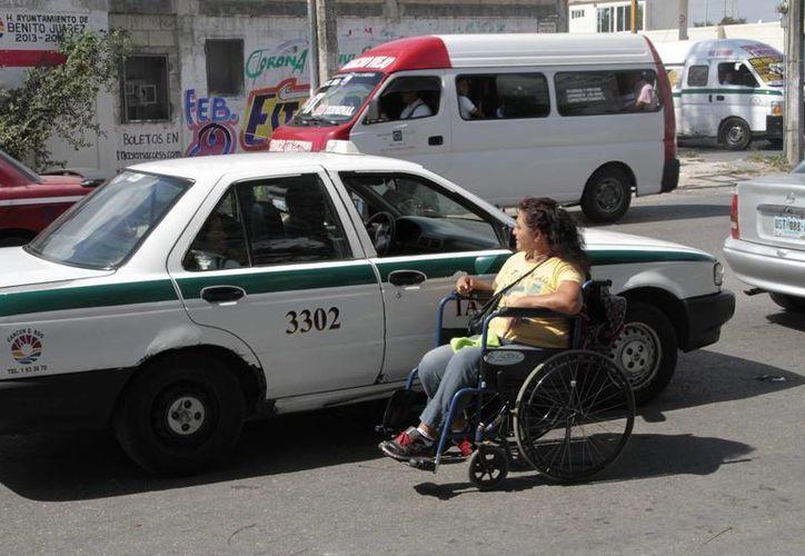 Los taxistas en ocasiones no prestan el servicio para no perder el tiempo que requiere la atención del pasaje especial. (Tomás Álvarez/SIPSE)