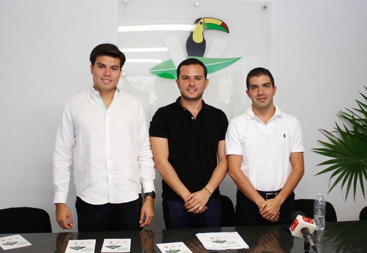 Pablo Bustamante (centro) favoreció a ocho integrantes del PRI y a uno del PVEM. (Redacción/SIPSE)