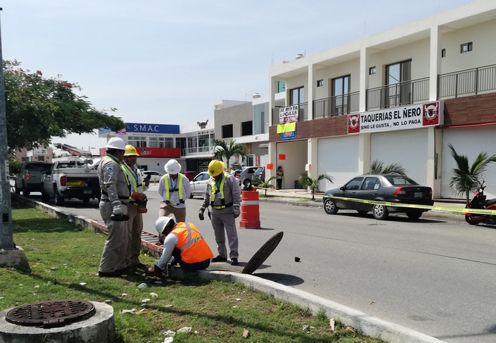 El personal de la CFE reparó el desperfecto en dos horas. (Octavio Martínez/SIPSE)