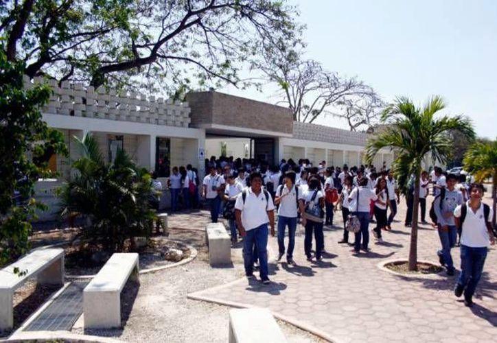 Ofrece la Segey más de 31 mil espacios en 11 subsistemas en Yucatán a los más de 25 mil jóvenes que saldrán este año. (Milenio Novedades)