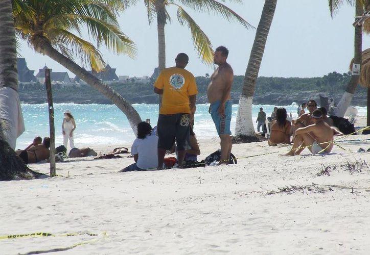 Prestadores de servicios lamentaron que los vendedores informales molesten al turismo y no paguen sus impuestos, como ellos. (Rossy López/SIPSE)