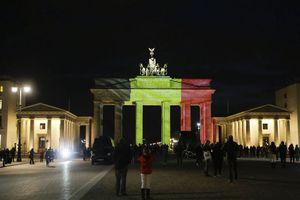 Monumentos se pintan con los colores de Bélgica por atentados