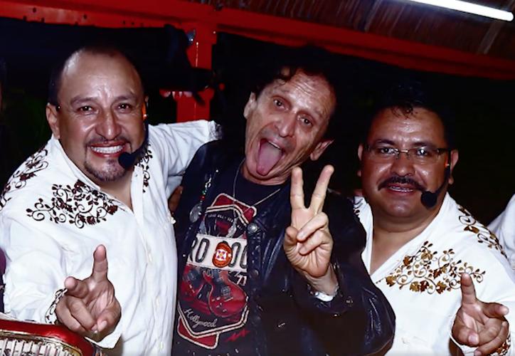 'Los Rancheros de Xoximilco' se sintieron afortunados de entonar con Alex Lora, 'Las Piedras Rodantes'. (Captura de pantalla).