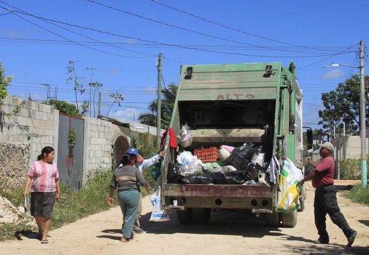 La intención es reforzar el servicio en las colonias donde se acumulan los deshechos. (Harold Alcocer/SIPSE)