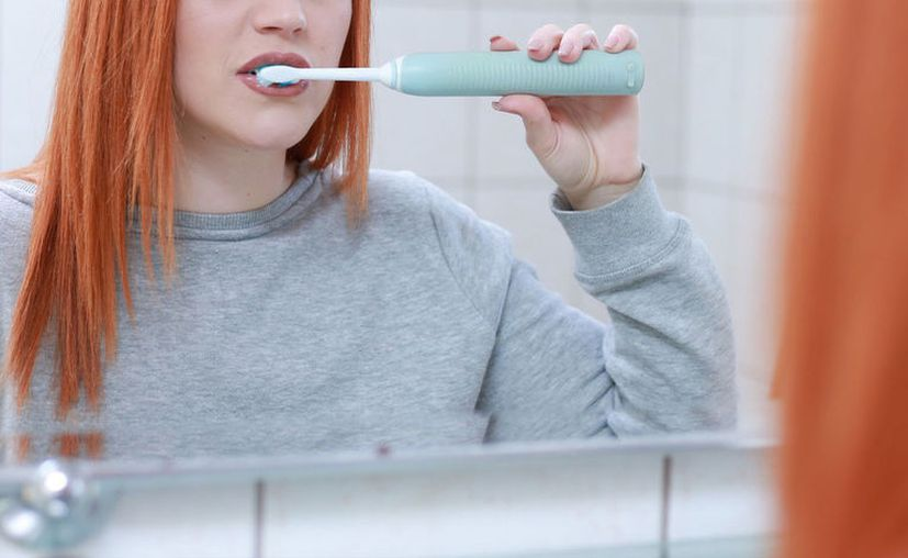 Hay cientos de tipos de bacterias en la boca; por lo tanto, mantener la placa a raya es una batalla constante. Esta es la importancia de una óptima salud bucodental. [Foto: Pixabay]