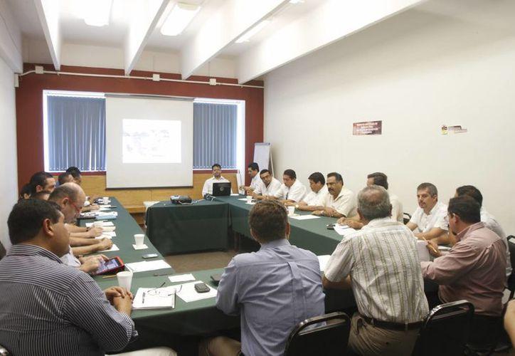 Reunión de funcionarios de cámaras empresariales. (Israel Leal/SIPSE)
