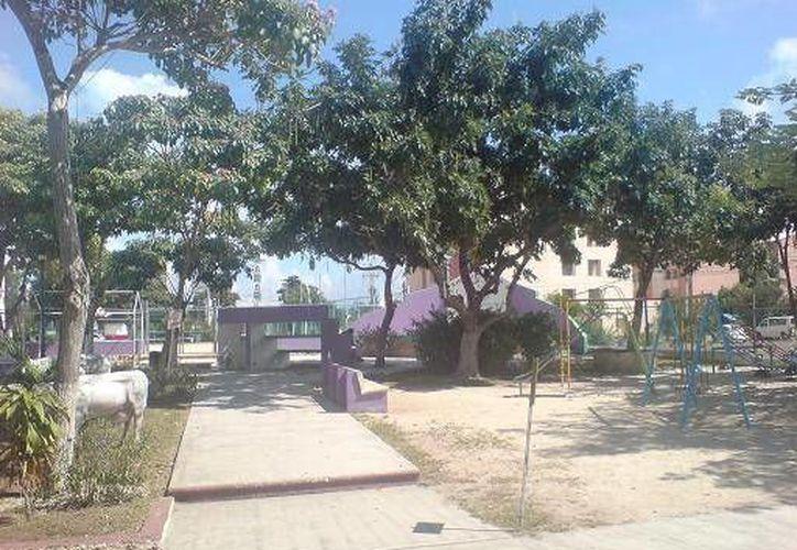 Los parques son atendidos con barrido, chapeo, desmonte y recolección de residuos vegetales. (Archivo/SIPSE)