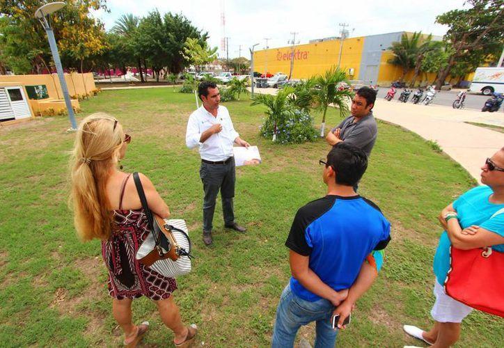 Ayer iniciaron las pláticas con protectores de animales para crear el primer parque para mascotas en Cozumel. (Gustavo Villegas/SIPSE)