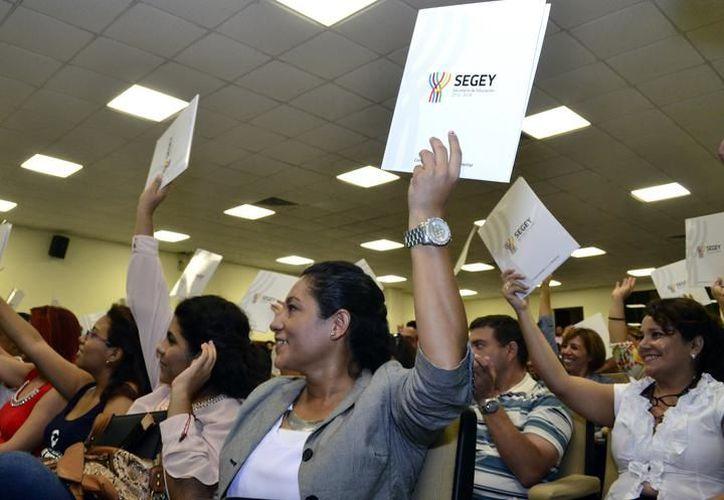 En la convocatoria podrán participar los egresados de las Escuelas Normales y demás instituciones formadoras de docentes de Educación Básica. (SIPSE)
