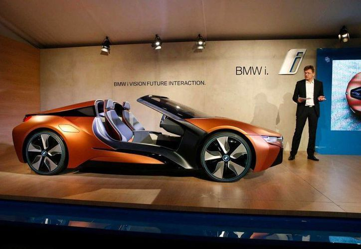 Klaus Froehlich, directivo de BMW, presenta el nuevo modelo de utomóvil BMW i Vision Future Interaction en una conferencia de prensa en el evento CES International, el pasado martes. (AP)
