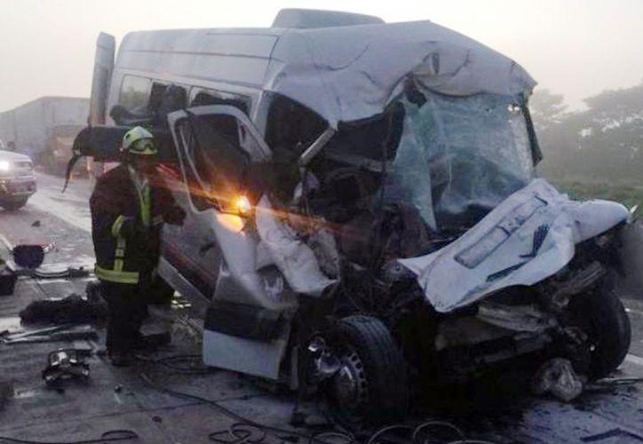 El accidente ocurrió hoy alrededor de las 6:30 de la mañana, a la altura del kilómetro 99 de la  vía Cárdenas-Coatzacoalcos.