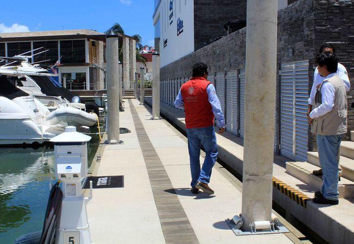 Los inspectores recorrieron las instalaciones del muelle. (Luis Soto/SIPSE)