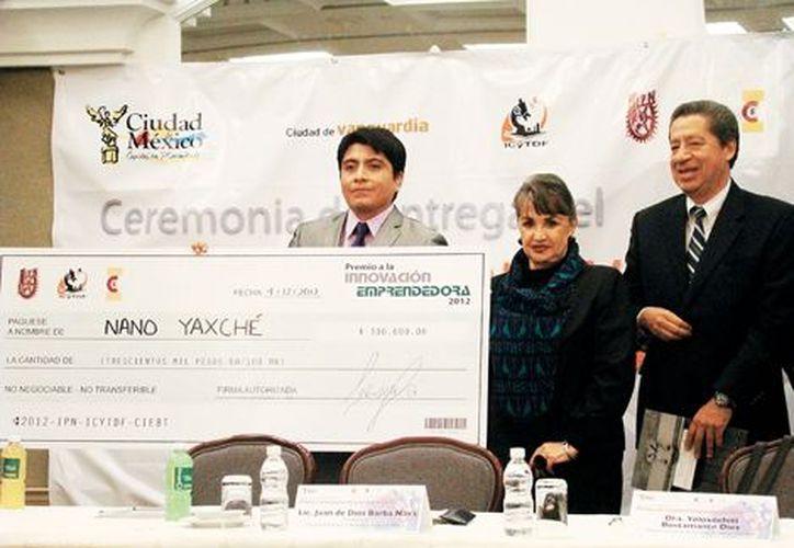 Samuel Alejandro Lozano ganó el Premio a la Innovación Emprendedora por el Nano YaxChé. (Milenio)
